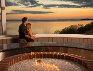 Getaways kingsmill resort williamsburg virginia golf for Luxury spa weekends for couples