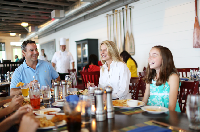 Family Dining at James Landing Grille